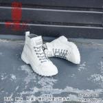 529523-063 米灰 时装休闲女马丁靴【丝光绒】